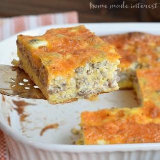 sausage-egg-breakfast-casserole_featured-linky